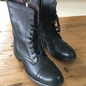 NWOT leather Steve Madden boots.